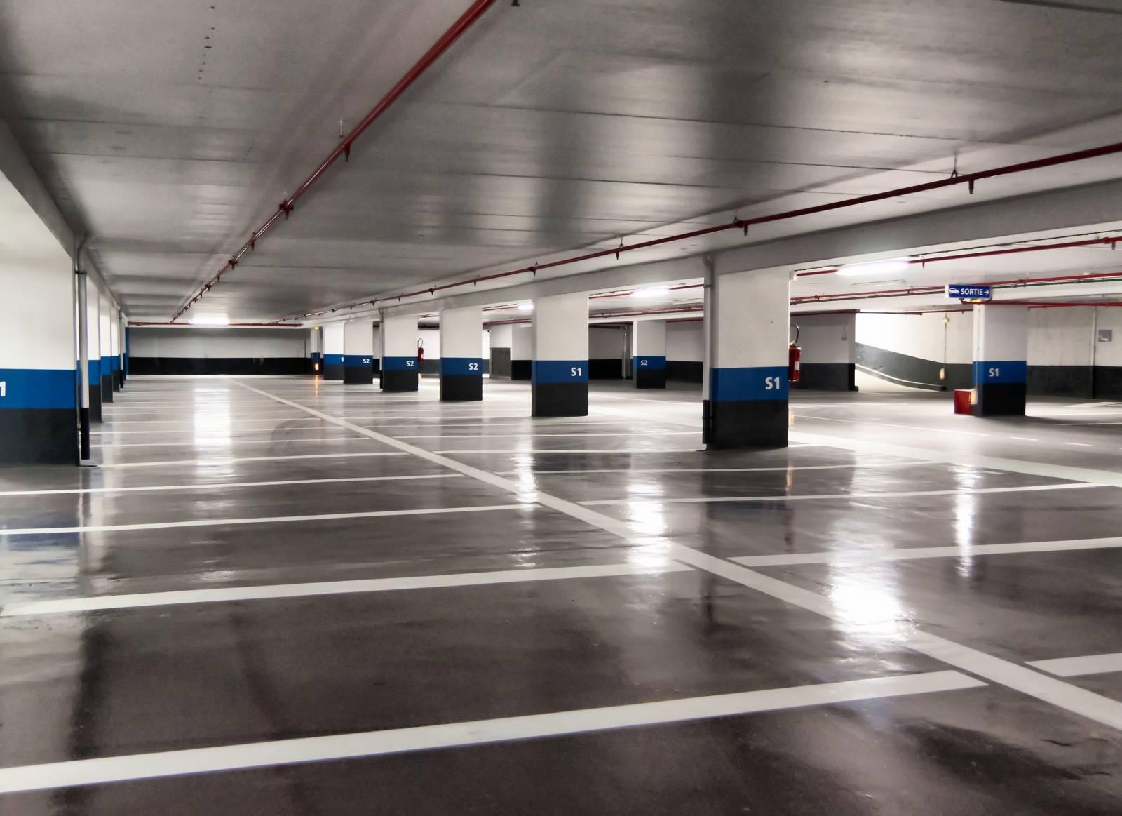 Peinture au sol pour parking sous terrain et garage pr s d for Garage auto store marseille